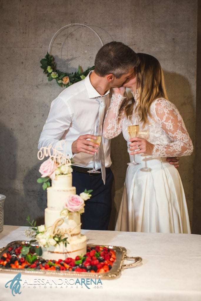 Ricevimento ristorante Castelgrande Bellinzona -  Wedding Cake and Kiss
